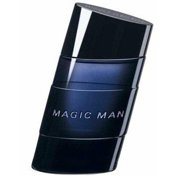 Magic ManBruno Banani<br>Год выпуска: 2008 Производство: Германия Семейство: древесные пряные Верхние ноты:  Специи, кардамон, джин Средние ноты:  Цикламен, Какао, Бархотцы Базовые ноты:  пачули,  Амбра Magic Man от Bruno Banani. Аромат создан специально для тех, кому нравится быть настоящим мужчиной. Для женщин очень важны умение мужчины располагать к себе, харизма и чувство юмора. Легкость в общении и игривость – вот что вызывает симпатию у противоположного пола. Аромат раскрывается теплым древесным сердцем с ярким янтарным аккордом в котором благоухает ладан.<br><br>Линейка: Magic Man<br>Объем мл: 75<br>Пол: Мужской<br>Аромат: древесные пряные<br>Ноты: Специи, кардамон, джин,  Цикламен, Какао, Бархотцы,  пачули,  Амбра<br>Тип: лосьон после бритья<br>Тестер: нет