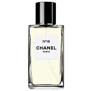 Les Exclusifs Chanel №18Chanel<br>Год выпуска: 1997 Производство: Франция Семейство: цветочные фруктовые Верхние ноты:  Ирис, Фруктовые ноты, древесные ноты, Амбретта, Цветочные ноты Chanel №18 от Chanel. Его удивительная простота поражает и завораживает своей необычностью. Листья зеленого чая, от которых становится тепло и уютно, чудесным образом сплетаются с яркими цветочными и фруктовыми нотами. Тонкий аромат вовсе не кроток и невзрачен, а покоряет с первых секунд собственным очарованием. Семена амбретты и мальвы, растения с тонким мускусным запахом, гармонично дополнены неподражаемой и мягкостью ириса и благородной розы. Вместе с ним Вы почувствуете себя грациозной и изящной танцовщицей, парящей в свете мерцающего огня.<br><br>Линейка: Les Exclusifs Chanel №18<br>Объем мл: 75<br>Пол: Женский<br>Аромат: цветочные фруктовые<br>Ноты: Ирис, Фруктовые ноты, древесные ноты, Амбретта, Цветочные ноты<br>Тип: туалетная вода<br>Тестер: нет