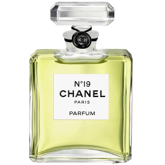 Chanel №19Chanel<br>Производство: Франция Семейство: цветочные зеленые Верхние ноты:  Бергамот, зеленые ноты, Нероли Средние ноты:  Ирис, роза, иланг-иланг, Ландыш, Нарцисс Базовые ноты:  Ветивер, кожа, Сандаловое дерево, Дубовый мох Пудровый цветочный оттенок духов Шанель 19 обволакивает легкой вуалью, придавая женщинам уверенности в своей неотразимости. Покорять и быть покорной, властвовать и побеждать – это истинная женщина Chanel, которая оставляет за собой аромат ванили и ветивера с восточными переливами жасмина и томного ириса. Именно это сочетание делает взгляд завораживающим и манящим. Под звуки финальных аккордов слышны сочные ноты сладкого апельсина и цветков нероли, переплетающихся с гальбанумом.<br>Парфюм Chanel 19 избавит вас от утомленности и позволит вкусить все краски романтического вечера в приятной компании.<br><br>Линейка: Chanel №19<br>Объем мл: 50<br>Пол: Женский<br>Аромат: цветочные зеленые<br>Ноты: Бергамот, зеленые ноты, Нероли,  Ирис, роза, иланг-иланг, Ландыш, Нарцисс,  Ветивер, кожа, Сандаловое дерево, Дубовый мох<br>Тип: туалетная вода<br>Тестер: нет