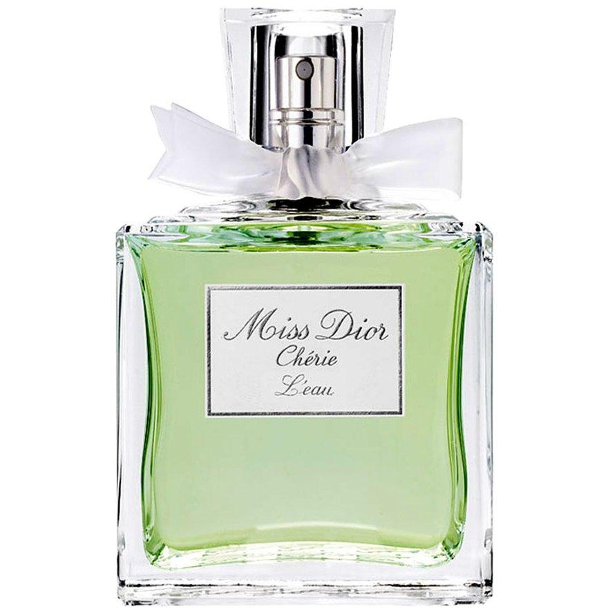 Miss Dior Cherie L`EauDior<br>Год выпуска: 2009 Производство: Франция Семейство: цветочные Верхние ноты:  Горький апельсин Средние ноты:  Гардения Базовые ноты:  Мускус Miss Dior Cherie L`Eau от Christian Dior. Miss Dior Cherie L`Eau — легкий летний аромат, призванный показать красоту во всей ее простоте. Он создан специально для молодых и веселых девушек, которые отвергают серость будней, заменяя их на яркие оттенки радости. Начальные ноты аромата освежают оттенками горького апельсина. В сердце правит энергичная гардения. В базе аромата — мягкий и нежный белый мускус. .<br><br>Линейка: Miss Dior Cherie L`Eau<br>Объем мл: 100<br>Пол: Женский<br>Аромат: цветочные<br>Ноты: Горький апельсин,  Гардения,  Мускус<br>Тип: туалетная вода<br>Тестер: нет