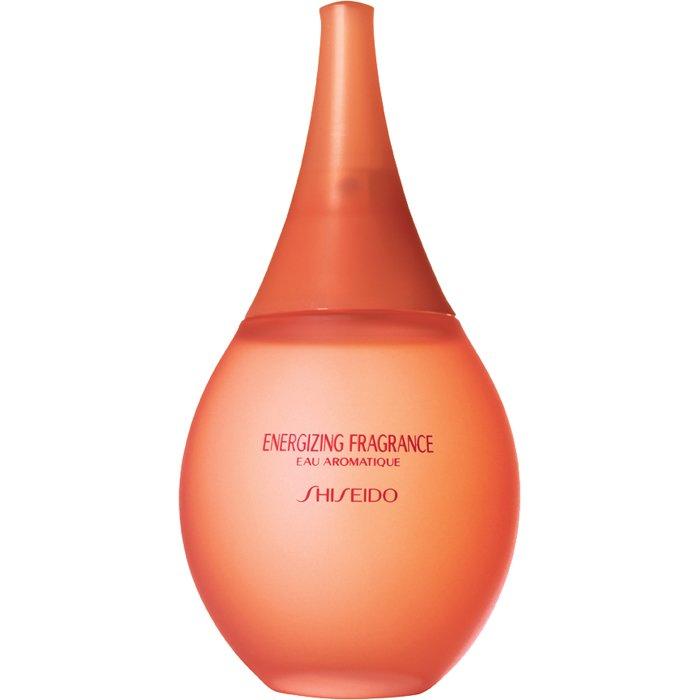 EnergizingShiseido<br>Год выпуска: 1999 Производство: Франция Семейство: цветочные Верхние ноты:  Гвоздика, масло перца Средние ноты:  Ирис, Жасмин, роза, Ландыш, Анис, Гелиотроп Базовые ноты:  Мускус, древесные ноты Energizing от Shiseido Parfum. Shiseido создала особый аромат, наполняющий энергией и жизненными силами благодаря входящим в состав восточным пряностям. Искрящиеся ноты зеленых лепестков, черного перца и гвоздики дополнены звездчатым анисом и букетом белых цветов. Шлейф согрет аккордом белого мускуса и редких древесных нот.<br><br>Линейка: Energizing<br>Объем мл: 50<br>Пол: Женский<br>Аромат: цветочные<br>Ноты: Гвоздика, масло перца,  Ирис, Жасмин, роза, Ландыш, Анис, Гелиотроп,  Мускус, древесные ноты<br>Тип: парфюмерная вода<br>Тестер: нет