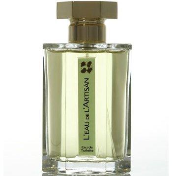 L`Eau de LArtisanL`Artisan Parfumeur<br>Год выпуска: 1993 Производство: Великобритания Семейство: фужерные зеленые Верхние ноты:  Цитрусы, чай, Дубовый мох, древесные ноты, Мята, Базилик, Вербена лимонная, Майоран LEau de LArtisan L Artisan Parfumeur (Вода Мастера от Артизан)- это аромат для мужчин и женщин, принадлежит к группе ароматов фужерные зеленые. LEau de LArtisan выпущен в 1993. Парфюмер: Olivia Giacobetti. Композиция аромата включает ноты: Базилик, Мята, Цитрусы, вербена, Майоран, Древесные ноты, Чай и дубовый мох.<br><br>Линейка: L`Eau de LArtisan<br>Объем мл: 100<br>Пол: Унисекс<br>Аромат: фужерные зеленые<br>Ноты: Цитрусы, чай, Дубовый мох, древесные ноты, Мята, Базилик, Вербена лимонная, Майоран<br>Тип: туалетная вода-тестер<br>Тестер: да