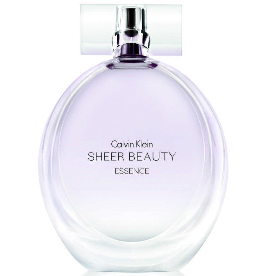 Beauty Sheer EssenceCalvin Klein<br>Производство: Франция Семейство: цветочные Верхние ноты:  Персик, Цветок груши Средние ноты:  роза, Пион, зеленая сирень, Магнолия Базовые ноты:  Белый кедр, Мускус, Ваниль Весной 2013 года Calvin Klein запускает новый аромат Sheer Beauty Essence, новую версию издания 2012 года Sheer Beauty которое, в свою очередь, является фланкером оригинального Beauty 2010 года. Новый аромат вдохновлен женственностью и изящной уверенностью. Это воздушная, яркая и элегантная композиция. Яркие и светлые верхние ноты включают цветы груши Наши и сочный белый персик. Богатое цветочное сердце состоит из сирени, пиона, магнолии и турецкой розы. Легкий воздушный мускус, ваниль и кедр составляют базу аромата.<br><br>Линейка: Beauty Sheer Essence<br>Объем мл: 30<br>Пол: Женский<br>Аромат: цветочные<br>Ноты: Персик, Цветок груши,  роза, Пион, зеленая сирень, Магнолия,  Белый кедр, Мускус, Ваниль<br>Тип: туалетная вода<br>Тестер: нет