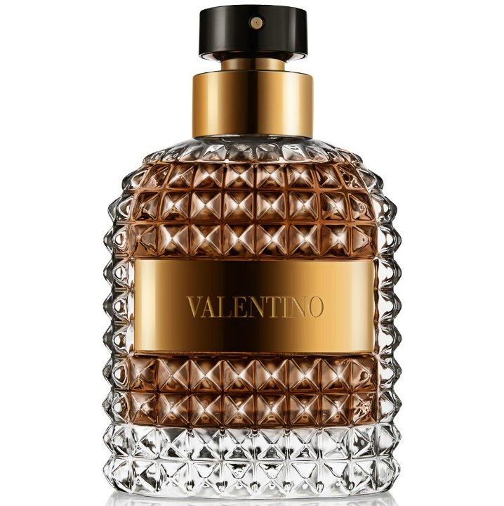Valentino UomoValentino<br>Производство: Испания Семейство: кожаные Верхние ноты:  Бергамот, Мирта Средние ноты:  темный шоколод, Кофе, Лесной орех Базовые ноты:  Белый кедр, кожа Парфюмер Olivier Polge разработал для Valentino аромат с традиционной пирамидальной композицией, в которой главный акцент сделан на древесную базу. Аромат открывается нотами бергамота и мирта. Далее следует сердце из обжаренных кофейных зерен и шоколадно-орехового крема джандуйя. Наконец, завершает образ богатая база, включающая аккорды кедра и дорогой кожи.<br><br>Линейка: Valentino Uomo<br>Объем мл: 100<br>Пол: Мужской<br>Аромат: кожаные<br>Ноты: Бергамот, Мирта,  темный шоколод, Кофе, Лесной орех,  Белый кедр, кожа<br>Тип: туалетная вода<br>Тестер: нет