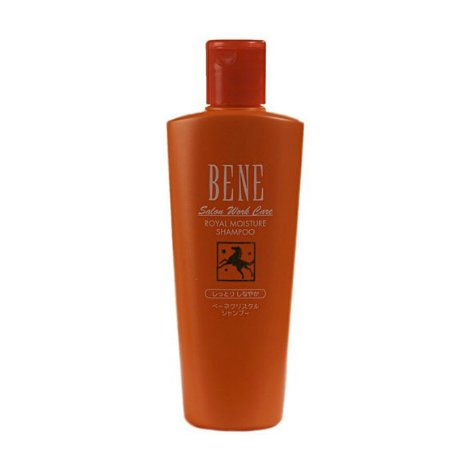 Bene Salon Work Care Shampoo MMMoltoBene<br>Производство: Япония Bene Salon Work Care Shampoo MM - шампунь на основе конского кератина с королевским желе и маслом подсолнечника для сухих, поврежденных волос. Обеспечивает оптимальный баланс увлажнения сухим волосам, делает их эластичными и послушными, придает блеск. Конский кератин - белок, идентичный кератину наших волос, восстанавливает и укрепляет внутреннюю структуру волос, эффективно увлажняет волосы и кожу головы. Придает им блеск. Масло карите питает волосы, делает их послушными, обеспечивает защиту от воздействия внешних факторов. Пшеничный белок придает волосам упругость и эластичность. Гиалуроновая кислота поддерживает оптимальный баланс увлажнения волос. Придает сияние и эластичность. Королевское желе (маточное молочко), уникальное по своему составу, содержит 22 вида аминокислот, кальций, магний, фосфор и др. элементы, витамины группы В, А, С, Е и Д, пантотеновую кислоту, фолиевую и никотиновую кислоту, фактор роста живых организмов, нуклеиновые кислоты (РНК и ДНК) питает волосы, насыщая их всеми необходимыми элементами. Масло подсолнечника активно питает ослабленные, сухие, рассыпчатые волосы, делает их послушными, является природным УФ-фильтром. Применение: Небольшое количество шампуня нанести на влажные волосы массирующими движениями. Тщательно смыть теплой водой. Повторить процедуру дважды.<br><br>Линейка: Bene Salon Work Care Shampoo MM<br>Объем мл: 300<br>Пол: Женский