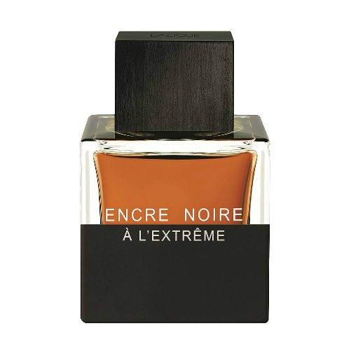 Encre Noire A L`ExtremeLalique<br>Год выпуска: 2015 Производство: Франция Семейство: древесные фужерные Верхние ноты:  Бергамот, Элеми, Кипарис Средние ноты:  ветивер с Таити, Ветивер, Ирис, Ладан Базовые ноты:  пачули, Сандаловое дерево, Бензоин Lalique Encre Noire A L`Extreme – это стильный мужской аромат, запечатанный в оригинальный дизайнерский флакон. Парфюм завоевал уважение среди поклонников торговой марки. Духи одаривают энергией и хорошим настроением. Каждая нота раскрывается древесным и фужерным звучанием. Воздушная вуаль обволакивает бергамотом и кипарисом. Ярких оттенков придает элеми. Сердце воды звучит ирисом и ветивером. В стойком шлейфе можно уловить аккорды пачули и сандала.<br>Аромат Лалик Парфюм Анкре Нуар А ль Экстрим предназначен для стильных мужчин. Парфюм подчеркивает характер обладателя.<br><br>Линейка: Encre Noire A L`Extreme<br>Объем мл: (туал.духи 50 + гель д/душа 150)<br>Пол: Мужской<br>Аромат: древесные фужерные<br>Ноты: Бергамот, Элеми, Кипарис,  ветивер с Таити, Ветивер, Ирис, Ладан,  пачули, Сандаловое дерево, Бензоин<br>Тип: набор<br>Тестер: нет