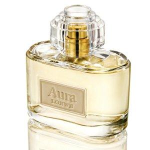 AuraLoewe<br>Год выпуска: 2013 Производство: Испания Семейство: восточные цветочные &amp;nbsp;Aura Loewe - это аромат для женщин, принадлежит к группе ароматов восточные цветочные. Этот аромат выпущен в 2013 году. Будящие воображение начальные ноты композиции сочетаются со сверхженственным сердцем и характерной, сильной базой. Aura Loewe посвящен женщине, которая является музой и иконой стиля! Loewe Aura предлагает яркие верхние ноты пряного розового перца, деликатно подслащенные сочной красной смородиной. Женственное сердце дарит пышный букет из роз Отто, окруженных элегантным белым жасмином. Сливочный австралийский сандал и оттенки кожи Loewe призваны отразить характер сильной женщины.&amp;nbsp;<br><br>Линейка: Aura<br>Объем мл: 80<br>Пол: Женский<br>Аромат: восточные цветочные