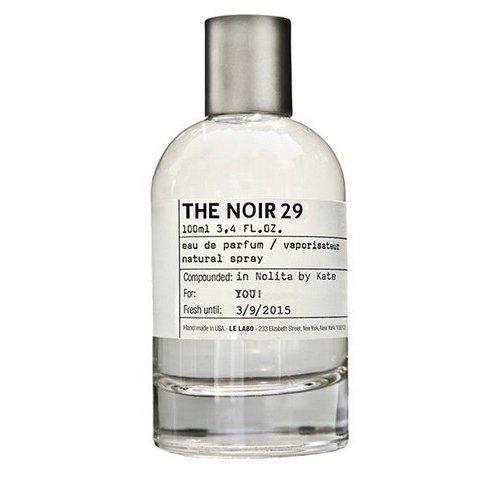 The Noir 29Le Labo<br>Год выпуска: 2015 Производство: США Семейство: фужерные Верхние ноты:  Бергамот, инжир, Лавр Средние ноты:  Белый кедр, Ветивер, Мускус Базовые ноты:  сено, табак &amp;nbsp;The Noir 29 Le Labo - это аромат для мужчин и женщин, принадлежит к группе ароматов фужерные. Этот аромат выпущен в 2015 году. Верхние ноты: Бергамот, инжир и Лавр; ноты сердца: Белый кедр, Ветивер и Мускус; ноты базы: сено и табак.&amp;nbsp;<br><br>Линейка: The Noir 29<br>Объем мл: 15<br>Пол: Унисекс<br>Аромат: фужерные<br>Ноты: Бергамот, инжир, Лавр,  Белый кедр, Ветивер, Мускус,  сено, табак<br>Тип: парфюмерная вода<br>Тестер: нет
