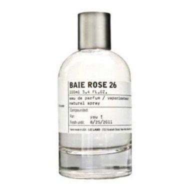 Baie Rose 26 ChicagoLe Labo<br>Год выпуска: 2011 Производство: США Семейство: цветочные альдегидные Верхние ноты:  Мускус, кедр из Вирджинии Средние ноты:   Амбра, Гвоздика, Розовый перец Базовые ноты:  роза, Перец, Альдегиды &amp;nbsp;Baie Rose 26 Chicago Le Labo - это аромат для мужчин и женщин, принадлежит к группе ароматов цветочные альдегидные. Baie Rose 26 Chicago выпущен в 2011. Парфюмер: Frank Voelkl. Композиция аромата включает ноты: Мускус, Кедр из Вирджинии, Амбра, Гвоздика, Розовый перец, роза, Перец и Альдегиды.&amp;nbsp;<br><br>Линейка: Baie Rose 26 Chicago<br>Объем мл: 100<br>Пол: Унисекс<br>Аромат: цветочные альдегидные<br>Ноты: Мускус, кедр из Вирджинии,   Амбра, Гвоздика, Розовый перец,  роза, Перец, Альдегиды<br>Тип: парфюмерная вода<br>Тестер: нет