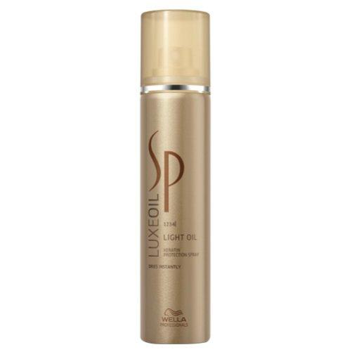 SP Luxe Oil Keratin Protect SprayWella Professional<br>Производство: Германия Семейство: восточные &amp;nbsp;Спрей для восстановления кератина. Это профессиональное средство, позволяющее поставить завершающий штрих в процессе ухода за волосами. Спрей мягко окутывает волосы мерцающей неощутимой вуалью и придает им удивительную шелковистость и насыщенный благородный блеск. Локоны поражают своей красотой и сиянием, получают необходимое питание и уход. В составе спрея содержится необходимый волосам кератин: именно он отвечает за эластичность, мягкость и красоту локонов. Кератин проникает глубоко в пористую структуру волос, выравнивает и восстанавливает ее изнутри. Пряди наполняются брильянтовым блеском, энергией и становятся гладкими как шелк. Комплекс драгоценных масел арганы, жожоба и миндаля мягко увлажняют волосы, препятствуют сухости и ломкости кончиков, ухаживают за кожей головы и стимулируют рост локонов. Применение: распылить спрей на сухие счистые волосы.&amp;nbsp;<br><br>Линейка: SP Luxe Oil Keratin Protect Spray<br>Объем мл: 75<br>Пол: Женский<br>Аромат: восточные