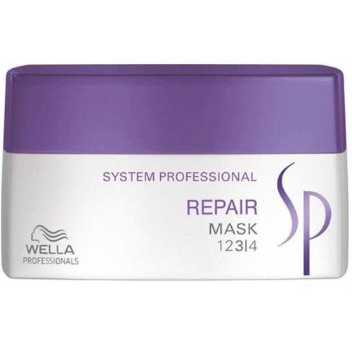 SP Repair MaskWella Professional<br>Производство: Германия Семейство: восточные &amp;nbsp;Восстанавливающая маска для поврежденных волос. Это средство представляет собой уникальный продукт, разработанный специально для интенсивного ухода за поврежденными волосами. Эксклюзивная формула RNP, лежащая в основе маски, богата содержанием кератина и способствует интенсивному восстановлению структуры волос. Входящие в состав маски протеины растительного происхождения и масло ростков пшеницы мгновенно проникают внутрь каждого волоса, делая его более сильным и упругим. В результате использования маски ваши волоссы обретут желанную силу, станут более мягкими, упругими, шелковистыми и наполнятся восхитительным легким ароматом. Применение: нанесите необходимое количество маски на чистые влажные волосы и равномерно распределите по всей длине. Оставьте на 5-10 минут, после чего смойте водой.&amp;nbsp;<br><br>Линейка: SP Repair Mask<br>Объем мл: 400<br>Пол: Женский<br>Аромат: восточные