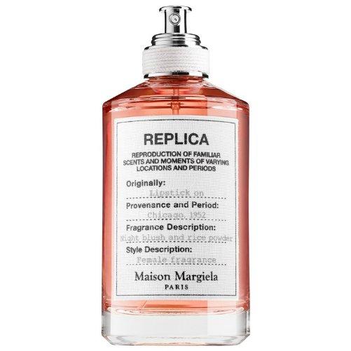 Replica Lipstick OnMaison Martin Margiela<br>Год выпуска: 2015 Производство: США Семейство: цветочные Верхние ноты:  Фиалка, Корень ириса Средние ноты:  Гальбанум Базовые ноты:  Бурбонская ваниль, Тонка бобы &amp;nbsp;Lipstick On Maison Martin Margiela - это аромат для женщин, принадлежит к группе ароматов цветочные. Этот аромат выпущен в 2015 году. Композиция аромата включает ноты: Фиалка, Корень ириса, Гальбанум, Бурбонская ваниль и Бобы тонка.&amp;nbsp;<br><br>Линейка: Replica Lipstick On<br>Объем мл: 100<br>Пол: Женский<br>Аромат: цветочные<br>Ноты: Фиалка, Корень ириса,  Гальбанум,  Бурбонская ваниль, Тонка бобы<br>Тип: туалетная вода<br>Тестер: нет