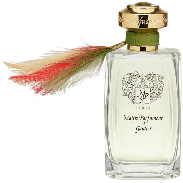 BahianaMaitre Parfumeur et Gantier<br>Год выпуска: 2005 Производство: Великобритания Семейство: цветочные Верхние ноты:  апельсин, мандарин, Лимон Средние ноты:  Еловая смола, Гуаяк, Роза Базовые ноты:  Кокос,  Амбра, Мускус Bahiana Maitre Parfumeur et Gantier &amp;mdash; это аромат для мужчин и женщин, он принадлежит к группе цветочные. Bahiana выпущен в 2005 году. Парфюмер: Jeanne-Marie Faugier. Верхние ноты: Апельсин, Мандарин и Лимон; средние ноты: Еловая смола, Гуаяк и Роза; базовые ноты: Амбра, Кокос и Мускус.<br><br>Линейка: Bahiana<br>Объем мл: 120<br>Пол: Унисекс<br>Аромат: цветочные<br>Ноты: апельсин, мандарин, Лимон,  Еловая смола, Гуаяк, Роза,  Кокос,  Амбра, Мускус<br>Тип: парфюмерная вода<br>Тестер: нет