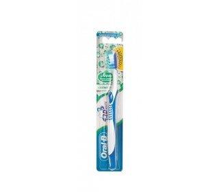 ORAL-B 3d свежесть 40 средняя жесткостьORAL-B<br>Ощутите качественный уход за зубами и полостью рта с зубной щеткой Oral-B 3D Свежесть 40. Благодаря эргономичной конструкции эта зубная щетка справляется сразу с несколькими задачами: • Эффективно удаляет налет и очищает зубы от загрязнений • Массирует десны • Рифленая поверхность обратной стороны головки щетки позволяет удалять бактерии с языка В результате исследований доказано, что многосекционные щетинки зубной щетки Oral-B 3D White 40 легко проникают в места скопления бактерий. Гладкие щетинки на концах закруглены, что позволяет говорить о бережной чистке без повреждения зубной эмали. Внешние элементы стимулируют и массируют десны, а удобная прорезиненная ручка обеспечивает комфорт во время чистки зубов. Щетка имеет среднюю жесткость щетины, предназначена для ежедневного использования. Размер головки: 40 мм. Уход: после применения тщательно промыть водой. Допускается мытье щетки с мылом.<br><br>Линейка: ORAL-B 3d свежесть 40 средняя жесткость<br>Объем мл: 1шт<br>Пол: Унисекс