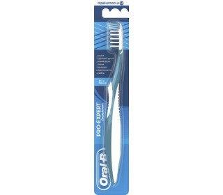 ORAL-B Complete 7 40 средняя жесткостьORAL-B<br>Чтобы чистка зубов была в радость, необходима качественная зубная щетка. Зубная щетка ORAL-B Сomplete 7 40, средняя жесткость станет замечательным выбором для тех, кто страдает от воспаления и кровоточивости десен. Она бережно очищает поверхность зубов, при этом мягко массируя десны. После применения этой щетки ваши зубы будут безупречно гладкими и сияющими. Головка зубной щетки ORAL-B Сomplete 7 40 оснащена щетиной средней жесткости, ворсинки которой направлены крест-накрест для эффективной чистки, а также прорезиненными подушечками-пальчиками, которые смягчают давление щетки на десны, полируют эмаль зубов и удаляют с ее поверхности темные пятна. Обратная сторона щетки предназначена для очистки языка и внутренней стороны щек от бактерий. Кроме этого, щетина зубной щетки практически не изнашивается при использовании и прекрасно сохраняет свою форму на 3 месяца. Купить зубную щетку ORAL-B Сomplete 7 40 средней жесткости в Москве вы можете в торговом центре METRO. Упаковка: Блистер. Серия: Oral-B. Организация: Procter &amp; Gamble Productions. Возраст: Взрослая. Длина щетки: 19,5 см. Жесткость: средняя.<br><br>Линейка: ORAL-B Complete 7 40 средняя жесткость<br>Объем мл: 1шт<br>Пол: Унисекс