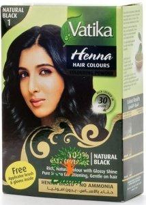 Dabur Vatika DaburDabur<br>Производство: Дания Натуральная индийская хна Naturals Vatika для окраски волос. Растительный краситель с целебными травами придает волосам устойчивый цвет, одновременно укрепляя структуру волос. Хна обогащает и укрепляет корни, совершенствует структуру волос, придавая им силу и объем. Состав Naturals Henna Colors Vatika позволит вам безопасно окрасить любые пряди в естественный цвет без химического запаха и вреда для волос. Отлично закрашивает седину. Без аммиака. Хну следует разводить горячей водой, нагретой выше 90 градусов, до густой кашицы, настоять 10 минут и равномерно покрыть чистые сухие волосы. Укутать полотенцем и выдержать 40-60 минут, затем хорошо промыть водой до её прозрачности. Цвет волос полностью проявляется спустя 3 дня. Не забудьте воспользоваться перчатками и шапочкой, чтобы не окрасить кожу! После хны не следует использовать химические красители и процедуры. Упаковка: 6 пакетов сухого порошка для окраски, кисточка, перчатки. Производство – Dabur International Ltd. Один из самых крупных мировых брендов, получивших большую любовь и широкое распространение покупателей - индийская косметика Dabur. Внушительный штат фирмы включает в себя сотрудников разнообразных областей, которые предпринимают все для того, чтобы забота и уход за телом стал как можно больше заметным и эффективным. Чтобы принести пользу любому потребителю, индийская косметика Дабур много лет приобретала новые знания, становилась еще качественнее. Наибольшим спросом пользуются средства для лечения волос, которые наполнены полезными натуральными компонентами. Древние традиции и технологичные знания вылились в великолепный, доступный любому из нас эффект. Косметика и средства для ухода за волосами – не только шампуни или же бальзамы, но и иная нужная для хорошего роста и идеального состояния волос продукция. Если же вы хотите купить Дабур, вам нужно помнить, что одно из множества направлений нашей компании – производство гигиенических средств из природных ком