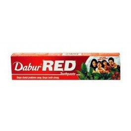 Red, аювердическая DaburDabur<br>Производство: Дания Зубная паста Red от производителя Dabur с аюрведичесм травами – классическрое индийское средство для здоровья полости рта. Зубная паста Red от производителя Dabur с аюрведическими травами – классическое индийское средство для здоровья полости рта. Это всеми любимая зубная паста в Индии. Попробуйте и убедитесь, что возвращаться к привычным зубным пастам не имеет смысла. Натуральное сочетание гвоздики с мятой освежат ваше дыхание. Вяжущие компоненты постепенно исцелят десны, лишая их кровоточивости. Продукт Dabur Red укрепляет зубную эмаль за счет натуральных экстрактов и глины, богатых комплексом полезных микроэлементов. Преимущества Dabur Red: Натуральная формула без консервантов и красителей. Мягкая защита ротовой полости, безопасная для зубной эмали. Мощное антисептическое действие, нацеленное на инфекционные заболевания. Активные компоненты: Гвоздика укрепляет зубы. Мята имеет антибактериальный и противогрибковый эффект. Сутха (корень) убивает бактерии и снимает воспаления. Перец пиппали + перец чёрный имеют антибактериальные свойства и прекрасно освежают дыхание. Лаванга отлично обезболивает зубы. Томар - антисептик с освежающими свойствами. Камфора и Карпура - антисептики и местные обезболивающие средства. Харитаки используют как вяжущее при стоматитах. Марича – антибактериальный освежитель. Состав продукта и правила применения указаны на упаковке. Косметика Дабур является одним из известнейших мировых марок. Специалисты фирмы стараются, чтобы каждодневная забота и уход за телом был как можно более результативным и заметным. Для того, чтобы отыскать своего покупателя, индийская косметика Dabur совершенствовалась, получала все новые возможности и знания. В настоящее время особенно популярны гигиенические средства для лечения волос, наполненные лечебными компонентами. В них объединились старинные традиции и современные знания, это получило великолепный результат, который вполне доступен любому пользователю. В с