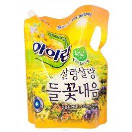 Полевые цветы, мягкая упаковка KerasysKERASYS<br>Экстракты цветов жимолости, хризантемы, эвкалиптаобладают мощными антибактериальными свойствами, эффективно удаляют вредные бактерии и микробы, являющиеся причиной неприятного запаха белья. Белье можно сушить в непроветриваемых помещениях.<br>        <br>Растительные компоненты дарят мягкость белью и легкий, едва уловимый аромат свежести и чистоты. Предотвращают накопление статического электричества.<br>Не содержат искусственных красителей, флуоресцентных отбеливателей, консервантов и стабилизаторов, что позволяет защитить кожу от контакта с вредными химическими компонентами.<br>Экстракты цветов жимолости, хризантемы, эвкалипта обладают мощными антибактериальными свойствами, эффективно удаляют вредные бактерии и микробы, являющиеся причиной неприятного запаха белья. Белье можно сушить в непроветриваемых помещениях.<br>Результаты клинических испытаний подтверждают безопасность и гипоаллергенность. Подходят для детского и нижнего белья. Рекомендуются для людей с чувствительной кожей.<br><br>Линейка: Полевые цветы, мягкая упаковка Kerasys<br>Объем мл: 2100<br>Пол: Женский