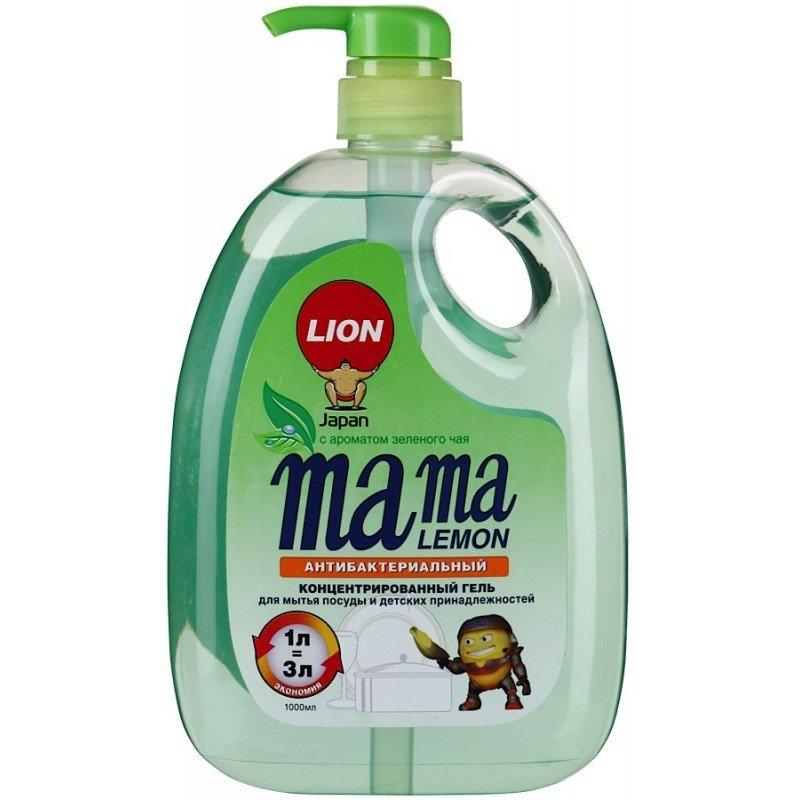 Mama Lemon и детских принадлежностей, зеленый чай, антибактериальный Японская косметикаЯпонская косметика<br>Производство: Япония Антибактериальная формула (без антибиотиков), безопасно устраняет 99,9% вредных бактерий. Натуральные минералы. Формула для устранения сильных запахов.<br>Концентрированный гель для мытья : - посуды, стекла, хрусталя; - овощей и фруктов; - денской посуды, игрушек и принадлежностей. Двойное обезжиривание (Super Degreasing Action). Экономный расход (концентрат).<br>Устраняет сложные и неприятные запахи, в том числе и рыбы. Не сушит кожу рук (минеральная формула). Быстрая смываемость с поверхности посуды. Высокая эффективность в холодной воде. С ароматом зеленого чая. Помпа с высокоточной дозировкой. Антибактериальный эффект за счет комбинации минералов.<br>Состав: 30% и более: вода, лаурет сульфат натрия; от 5% до 15%: натрий линейный алкилбензольный сульфонат; до 5%: сульфат цинка, метилхлороизотиазолинон и метилизотиазолинон, отдушка, Е513, CI 47005b и CI 42090. Био-разлагаемость: более 90%. Первая биоразлагаемая формула Mama Lemon была разработана компанией LION в Японии более 50 лет назад как бальзам для мытья посуды, овощей и фруктов, безвредный для кожи рук даже при длительном контакте.&amp;nbsp;<br><br>Линейка: Mama Lemon и детских принадлежностей, зеленый чай, антибактериальный Японская косметика<br>Объем мл: 1000<br>Пол: Женский