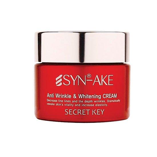 SYN-AKE Anti Wrinkle&amp; Whitening Cream Secret KeySecret Key<br>Противоморщинный крем для лица&amp;nbsp;с осветляющим комплексом. Крем содержит пептид змеиного яда, который расслабляет мышцы лица, тем самым разглаживая уже появившиеся морщины и предотвращая появление новых.<br>Также крем способствует увлажнению и поддержанию баланса кожи в течение дня. Осветляет пигментные пятна и улучшает общую текстуру кожи.<br>Способ применения:&amp;nbsp;используйте последним шагом в уходе за кожей лица. Нанесите необходимое количество крема и распределите его легкими массажными движениями по всей коже лица и шеи.<br><br>Линейка: SYN-AKE Anti Wrinkle&amp; Whitening Cream Secret Key<br>Объем мл: 50<br>Пол: Женский
