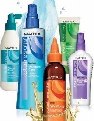 MatrixMatrix<br>Производство: США С Matrix Total Results профессиональная забота о волосах будет доступна каждому. Вы можете быть точно уверены в безупречности результата применения продуктов этой линии и сможете воплотить любые свои идеи на пути к совершенству и красоте.<br>        <br>Препараты набора &amp;ndash; это профессиональная забота и уход за волосами. Применяя данные средства, Вы дадите своим волосам полный комплекс витаминных добавок, естественных увлажнителей (для формирования идеальной среды жизнедеятельности корня), инновационные текстуры протеинов и защитных веществ, образующих тончайшую микропленку, для оберегания локона от вредных УФ-излучений, влажности и ветра. Сотрудники научной лаборатории дополнили рецептуры маслами лаванды и жасмина и применили безвредные полимеры для восстановления структуры волос.<br>В баркете Total Results Вы найдете:<br><br>шампунь и кондиционер из серии Color Obsessed в объеме 300 мл,<br>шампунь и кондиционер High Amplify по 300 мл,<br>шампунь и кондиционер So Long Damage по 300 мл,<br>сухой шампунь Miracle Extender 150 мл.<br>тестер шампуня Miracle Extender.<br><br><br>Линейка: Matrix<br>Пол: Женский