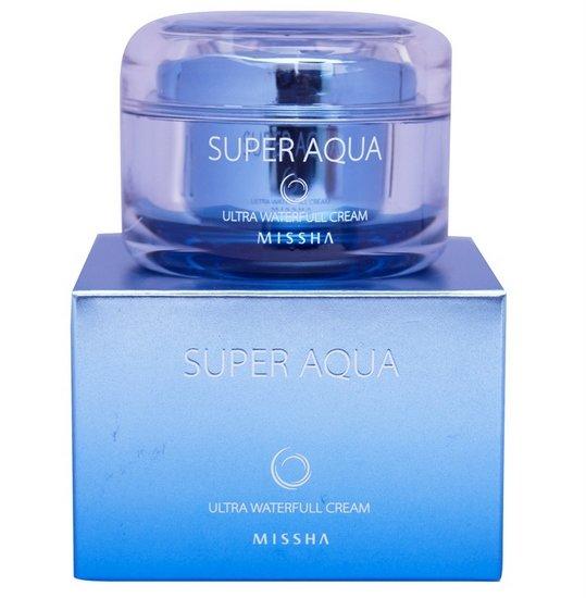 Super Aqua Ultra Water-Full Cream MisshaMissha<br>Дневной крем для лица с консистенцией геля обладает мощным эффектом экстраувлажнения, впитывается легко и быстро, не оставляя жирной пленки на лице.<br>В составе&amp;nbsp;Super Aqua Ultra Waterfull Cream&amp;nbsp;два вида воды: глубинная минерализованная морская и вода из термальных источников, это мощнейший фактор увлажнения, кроме того, снабжает кожу полезными микроэлементами укрепляя таким образом её структуру.<br>Средство также содержит натуральные экстракты: баобаба, адениума, кактуса, винограда, императы, стволовых клеток акации, гиалуроновую кислоту. Компоненты, действуя в комплексе дают максимальный эффект увлажнения не менее чем на 24 часа:<br><br>Витамин Е, которым обогащён крем, активно борется с признаками раннего старения.<br>Экстракт морских водорослей богатый йодом и трегалоза восстанавливают, заживляют кожу, помогают противостоять влияниям внешних негативных факторов, укрепляют собственную защиту кожи, попутно создают барьер, предотвращающий потерю влаги.<br><br>Крем&amp;nbsp;косметического бренда Missha&amp;nbsp;актуален для использования в любое время года, особенно для шелушащейся кожи, склонной к пересыханию. Регулярное использование средства делают кожу лица естественно гладкой, заметно смягчают её.<br>Способ применения: крем нанести на кожу лица, шеи, распределить, разглаживая пальцами, дать впитаться.<br><br>Линейка: Super Aqua Ultra Water-Full Cream Missha<br>Объем мл: 47<br>Пол: Женский