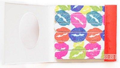 Губы  для натуральных ногтей (размер 6.6*6.0*0.5см) AnnyAnny<br>Производство: Китай Пилки-спички Губы предназначены для уменьшения длины, придания желаемой формы ногтю и устранения неровностей.<br>        <br>Набор пластиковых пилочек для маникюра Губы предназначен для обработки натуральных ногтей. В набор входят 18 пилочек мягкой зернистости, оптимальной для обработки натуральных ногтей. Пилочки для маникюра изготовлены из биоразлагаемого пластика. Размер: 6.6*6.0*0.5см.<br><br>Линейка: Губы  для натуральных ногтей (размер 6.6*6.0*0.5см) Anny<br>Пол: Женский