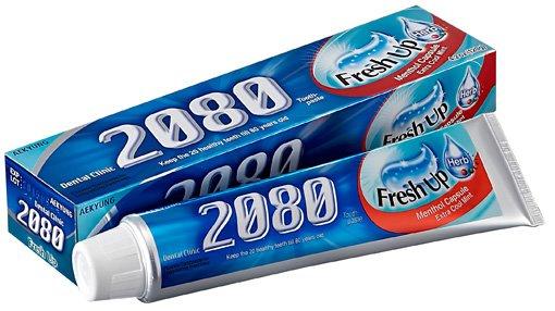 Освежающая KerasysKERASYS<br>Зубная паста для всей семьи&amp;nbsp;обеспечивает надежную защиту от кариеса, бережное отбеливание и свежесть дыхания. Содержит витамин Е, экстракты ромашки и шалфея для профилактики пародонтоза. С капсулами ментола.<br>Защита от кариеса.&amp;nbsp;Активный антикариесный компонент &amp;ndash; монофторфосфат натрия образует устойчивую форму фторапатита (основной компонент зубной ткани), который повышает устойчивость эмали к разъедающему действию кислот, тем самым защищает зубы от кариеса.<br>Защита десен.&amp;nbsp;Экстракт ромашки и экстракт шалфея лекарственного оказывают противовоспалительное, дезинфицирующее действия, помогают заживлению ран и язв в полости рта, ускоряют процессы регенерации тканей.<br>Свежесть дыхания.&amp;nbsp;Содержит ментол.<br>Имеет в своем составе&amp;nbsp;самый мягкий, из известных, абразив - кремниевую кислоту (Hydrated silica), которая обеспечивает щадящую полировку, не стирая и не нарушая структуру эмали.<br><br>Линейка: Освежающая Kerasys<br>Объем мл: 120<br>Пол: Унисекс