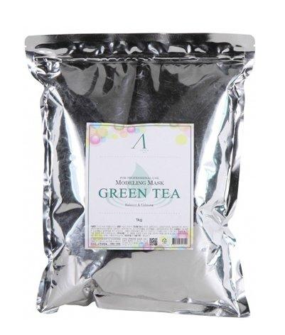 Grean Tea Modeling Mask AnskinAnskin<br>Альгинатная маска с экстрактом зеленого чая рекомендована для тусклой, чувствительной, потерявшей упругость кожи.&amp;nbsp;Grean Tea Modeling Mask эффективно устраняет следы усталости и последствия стрессов, возвращая коже свежесть, здоровое сияние и ровный тон.<br>Экстракт зеленого чая применяется в косметологии в качестве мощного природного антиоксиданта, замедляющего процессы старения. Кроме того, зеленый чай оказывает великолепное противовоспалительное, бактерицидное и омолаживающее действие, отлично успокаивает кожу, устраняет излишнюю пигментацию и сужает поры. Благодаря входящему в состав зеленого чая кофеину маска улучшает микроциркуляцию крови, снимает отеки, выводит токсины и разглаживает текстуру кожи.<br>Альгинатные маски обладают непревзойденным лифтинг-эффектом, интенсивно увлажняют, питают и омолаживают кожу. Такое действие основано на свойствах солей альгиновой кислоты, добываемых из бурых морских водорослей. При взаимодействии с жидкостью альгиновая кислота связывает молекулы воды, образуя гелеобразную субстанцию, богатую витаминами, минералами, микроэлементами и протеинами.<br>Застывая на поверхности кожи, альгинатная маска создает воздухонепроницаемый слой и оказывает легкое давление на лицо. В результате такого воздействия активные компоненты маски проникают в глубинные слои эпидермиса, наполняя клетки жизненной силой и энергией.<br>Эффект от маски&amp;nbsp;косметической компании Anskin&amp;nbsp;заметен уже после первого применения. Она превосходно подходит для ухода за кожей лица в домашних условиях, представляя собой отличную альтернативу салонным процедурам.<br>Способ применения: при помощи мерной чашки и шпателя смешайте порошкообразную основу маски с водой или специальным активатором в соотношении 10:8. Нанесите полученную массу на лицо так, чтобы толщина ее слоя составила 3-5 мм, оставив свободной область вокруг глаз и ноздри. Время воздействия маски составляет 20-25 минут, после чего ее необходимо уд