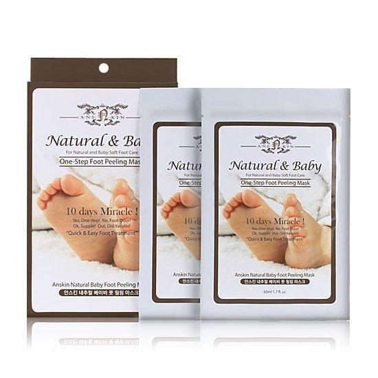 Natural Baby Foot Peeling Mask AnskinAnskin<br>Маска-носочки для кожи ног &amp;ndash; средство для домашнего ухода, по эффективности не уступает профессиональным салонным процедурам. Носочки пропитаны специальным составом из гиалуроновой кислоты, растительных экстрактов, масел и других активных компонентов.<br>Гиалуроновая кислота оказывает длительное и интенсивное увлажнение, а масла и экстракты питают и смягчают кожу ног, оказывают противовоспалительное действие, снимают зуд и успокаивают раздражения, а также ускоряют заживление ранок и микротрещин.<br>ANSKIN Natural Baby Foot Peeling Mask&amp;nbsp;также способствуют деликатному отшелушиванию ороговевших клеток кожи, стимулируя обновление и регулируя обменные процессы. Кожа обретает мягкость, упругость и эластичность, исчезают потертости и трещины. Ножки становятся легкими и отдохнувшими. Эффект от применения носочков сохраняется в течение долгого времени, усиливаясь с каждым последующим использованием.<br>Способ применения: на чистые сухие ноги надеть носочки, через 30 минут носочки снять, а остатки средства втереть в кожу ног. Носочки рекомендуется применять 2-3 раза в неделю.<br><br>Линейка: Natural Baby Foot Peeling Mask Anskin<br>Объем мл: 40<br>Пол: Женский
