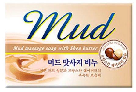 Mud Massage Soap MukunghwaMukunghwa<br>Легкое массажное косметическое мыло, в составе которого присутствуют минералы, содержащиеся в лечебных грязях, превосходно очищает кожу, ухаживает за ней, устраняет загрязнения, жировые выделения с поверхности и из глубоких слоев эпидермиса. Mud Massage Soap оказывает смягчающее и заживляющее действие, препятствует развитию патогенной среды, уничтожая бактерии. Мыло будет полезным для проблемной жирной или сухой кожи, его компоненты: Поддерживают водный баланс. Осуществляют контроль деятельности сальных желез. Избавляют от сухости. Сохраняют оптимальное увлажнение надолго после умывания. Mud Massage Soap может использоваться при любом типе кожи для ежедневного утреннего и вечернего умывания. Костровое масло в составе мыла, успокаивая, препятствует раздражению кожи, масла Ши и оливы, наполняя влагой и витаминами, смягчают кожу, способствуют сохранению влаги. Ежедневное умывание с массажным мылом косметической компании Mukunghwaпреображает кожу, делает её моложе, придает свежий, здоровый вид, помогает устранить существующие недостатки. Способ применения: массирующими движениями нанесите мыло-скраб на кожу, после чего тщательно смойте обильным количеством воды. Состав: мыльная основа, отдушка, дециловый поли-глюкозид, гидрогенизированное касторовое масло, лактат натрия, глинопорошок, масло ши, оливковое масло, тетранатрия этидронат, диоксид титана, кон-сервант BHT, MultIEX BSASM.<br><br>Линейка: Mud Massage Soap Mukunghwa<br>Объем мл: 100<br>Пол: Женский
