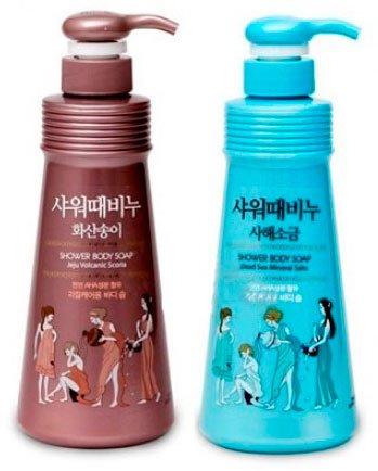 Jeju Dead Sea Mineral Salts Shower Body Soap MukunghwaMukunghwa<br>Мягкий и нежный гель для душа и ванны рекомендован к ежедневному применению во время водных процедур при очищении кожи тела от загрязнений и ороговевших частичек. В основе&amp;nbsp;Exfoliating Body Wash Shower Body Soap&amp;nbsp;высоко эффективная формула, главными компонентами средств является морская соль, добытая на мертвом море, а также частички вулканической лавы с острова Чеджу.<br><br>Также разновидности геля содержат натуральные масла и фруктовые АНА-кислоты, которые обеспечивают размягчение ороговевшего слоя кожи и его последующее отшелушивание.<br>Действие АНА-кислот этим не ограничивается, они содержат витамины, стимулирующие регенерацию, облагораживают кожу, улучшая, осветляя её цвет и текстуру.<br>Натуральные фруктовые и цветочные масла активно увлажняют, смягчая, предупреждают раздражения, питают витаминами, повышают эластичность, улучшают тонус кожи.<br><br>Exfoliating Body Wash Shower Body Soap великолепно устраняет все накопившиеся загрязнения, очищая не только поверхность кожи, но и освобождает поры, заставляет кожу активно дышать, улучшает её снабжение кислородом, дарит свежесть до следующего приема душа или других водных процедур.<br>Средство&amp;nbsp;косметической компании Mukunghwa&amp;nbsp;представлен в двух вариантах:<br><br>Jeju Dead Sea Mineral Salts Shower Body Soap &amp;ndash; содержащий минеральные соли мертвого моря.<br>Jeju Volcanic Scoria Shower Body Soap &amp;ndash; содержащий вулканическую лаву.<br><br>Способ применения: нанести необходимое количество на влажную кожу, помассировать, тщательно смыть. Для глубокого очищения рекомендуется после купания в теплой воде нанести гель на кожу и оставить на 5 минут, затем смыть теплой водой.<br><br>Линейка: Jeju Dead Sea Mineral Salts Shower Body Soap Mukunghwa<br>Объем мл: 500<br>Пол: Унисекс