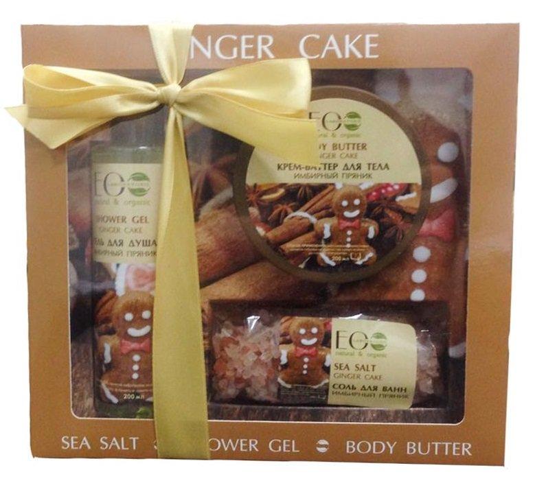 Ginger cake EcolabEcolab<br>Производство: Россия Подарочный набор ЭкоЛаб станет приятным и полезным презентом, который окажет необходимый уход за кожей и будет радовать неповторимыми ароматами. В состав набора входят: гель для душа, крем-баттер для тела, соль для ванны.<br>Способ применения:<br><br>Гель для душа: нанести небольшое количества геля на тело или мочалку ,вспенить и смыть водой .<br>Крем-баттер для тела: массажными движениями нанести небольшое количество крема на кожу до полного впитывания.<br>Соль для Ванны: растворить 4 столовые ложки во всем обьеме ванны при темпиратуре 35-38 , рекомендуемая продолжительность ванны 10-15 мин.<br><br>Состав:&amp;nbsp;<br><br>Гель для душа: Aqua, Zingiber Officinate Root floral water (настой корня Имбиря), Sodium coco-sulfate (из кокосового масла), Cocamidopropyl Betaine (из кокосового масла), Organic Camellia Sinensis Extract (Органический экстракт Зеленого Чая), Aloe Barbadensis Extract (экстракт Алое-вера), Organic Olive Oil (Органическое масло Оливы), Glycerin, Rosmarinus Officinalis essential Oil (масло Розмарина), Cinnamon essential Oil (масло Корицы), Sodium Chloride, Perfume, Sodium Benzoate, Potassium Sorbate, Sorbic Acid, CI 75810<br>Крем для тела: Aqua, Zingiber Officinate Root floral water (настой корня Имбиря), Organic Butyrospermum Parkii butter (Органическое масло Ши), Zingiber Officinate extract (экстракт Имбиря), Caprylic/capric triglycerides, Rosmarinus Officinalis essential Oil (масло Розмарина), Thymus Vulgaris Oil (масло Тимьяна), Glycerin, Cinnamon essential Oil (масло Корицы), Glyceryl monostearate, Glyceryl Stearate SE, Acrylates/Vinyl Isodecanoate Crosspolymer, Perfume, Benzoic Acid, Sorbic Acid, Dehydroacetic Acid, Benzyl alcohol<br>Соль для ванны: Maris Sal, Organic Camellia Sinensis Extract (Органический экстракт Зеленого Чая), Cinnamon essential Oil (масло Корицы), Eugenia caryophyllata (Гвоздика), Perfume<br><br><br>Линейка: Ginger cake Ecolab<br>Объем мл: 600<br>Пол: Женский