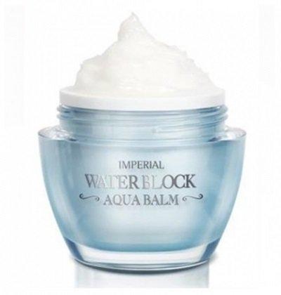 Imperial Water Block Aqua The Skin HouseThe Skin House<br>Крем –бальзам содержит специальные микрокапсулы, при соприкосновении с кожей которые образует капельки воды. они глубоко проникают в кожу и обеспечивают ее мгновенное и глубокое увлажнение, а также охлаждают ее. Крем направлен не только на увлажнение, но также обладает функциями осветления и разглаживания морщинок. Крем –бальзам содержит специальные микрокапсулы, при соприкосновении с кожей которые образует капельки воды. они глубоко проникают в кожу и обеспечивают ее мгновенное и глубокое увлажнение, а также охлаждают ее. Капли влаги глубоко проникают в глубокие слои кожи, обеспечивают прекрасное увлажнение и питание кожи. Крем охлаждает эпидермис, препятствуя вредному тепловому воздействию на кожу и ее раннему старению. Средство отлично подготавливает кожу к нанесению макияжа, выравнивая ее поверхность и устраняя шелушение. Увлажняющий крем наполнит все слои эпидермиса влагой, а также защитит от потери влаги за счет образования защитной пленки на поверхности кожи. Крем направлен не только на увлажнение, но также обладает функциями осветления и разглаживания морщинок. Способ применения: На завершающем этапе ухода, нанесите небольшое количество крема на кожу лица. Равномерно распределите средство по всей поверхности лица мягкими массажными движениями от центра к краям. Мягкими похлопывающими движениями постучите подушечками пальцев по коже, пока молочные гранулы-капсулы в креме полностью не растворятся и не впитаются в кожу полностью. Подходит для: всех типов кожи, особенно сухой и обезвоженной. Состав: вода, циклопентасилоксан, ПЭГ-10 диметикон/винил диметикона кроссполимер, бутиленгликоль, глицерин, ниацинамид, хлорид натрия, имидазолидинилмочевина, гиалуроновая кислота, экстракт огурца, экстракт барбадосского алоэ, экстракт листа лотоса орехоносного, экстракт ардизии курчавой, мёд, экстракт ягод каму-каму, экстракт ягод асаи, экстракт гуавы, экстракт ацеролы, экстракт эльсгольции, экстракт савруруса китайс