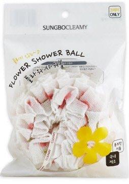 Flower shower ball Sung Bo CleamySung Bo Cleamy<br>Мочалка выполнена из высококачественного нейлона.&amp;nbsp;Благодаря оригинальной вязке из гофрированного волокна изделие создает одновременно ощущение мягкости так и ощущение пилинга, нежно отшелушивая огрубевшую кожу.<br>Шероховатая текстура стимулирует циркуляцию крови по всему телу и помогает сохранить здоровье и упругость кожи. Ее легко мыть, и она быстро сохнет.&amp;nbsp;Мочалка позволяет получать обильную пену, используя небольшое количество гелья для душа.<br>Жесткость: средне-жесткая.<br>Способ применения: нанесите необходимое количество геля или мыла на мочалку, взбейте пену. Легкими движениями массируйте кожу.<br>После каждого применения мочалку нужно хорошо промывать мягким мылом, затем хорошо отжимать &amp;mdash; ни в коем случае не выкручивайте! Обеспечьте мочалке тщательное просушивание &amp;mdash; отличным вариантом будет просто закрепить её на бельевой верёвке прищепкой.<br>Состав:нейлон<br><br>Линейка: Flower shower ball Sung Bo Cleamy<br>Объем мл: 1<br>Пол: Унисекс