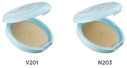 N.B Oil Clear Smooth&amp;Bright Pact  The Face ShopThe Face Shop<br>Даже жирная кожа может выглядеть безупречно. И в отражении зеркала вы будете видеть не жирный блеск, а нежное сияние, гладкую и бархатистую кожу. Помогут в этом средства серии Oil Clear от The Face Shop.<br>Компактная пудра этой серии&amp;nbsp;подарит коже всё, что ей так необходимо: мягкость, гладкость, ровный и нежный цвет, изысканную матовость. Пудра позволяет избавиться от жирного блеска, а также замаскировать различные кожные несовершенства.<br>Пудра прекрасно впитывает излишки секрета сальных и потовых желез, благодаря чему лицо надолго остается свежим, а макияж безупречным, не плывет и не размазывается.<br>В составе пудры&amp;nbsp;экстракт маш, который оказывает успокаивающее, противовоспалительное и ранозаживляющее действие, улучшает состояние кожи с акне. Способствует сужению пор, питает и смягчает кожу, улучшает ее цвет, делает более ухоженной.<br>Благодаря солнцезащитному фильтру, пудра оберегает кожу от солнечных ожогов, покраснений, появления пигментации и фотостарения.<br>Пудра представлена 2 оттенками:<br><br>V201 Apricot Beige &amp;ndash; абрикосовый беж<br>N203 Natural Beige &amp;ndash; натуральный беж<br><br>Способ применения: нанести пудру на кожу и тщательно растушевать.<br><br>Линейка: N.B Oil Clear Smooth&amp;Bright Pact  The Face Shop<br>Пол: Женский
