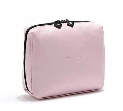 Косметичка для женщин Dior  купить в интернет-магазине косметики 1st ... c4359e20ff6