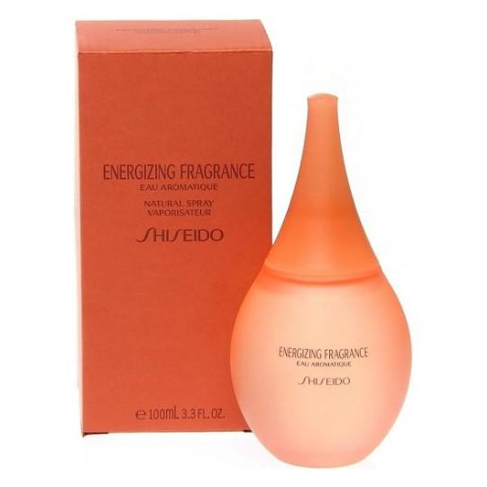 EnergizingShiseido<br>Год выпуска: 1999 Производство: Франция Семейство: цветочные Верхние ноты:  Гвоздика, масло перца Средние ноты:  Ирис, Жасмин, роза, Ландыш, Анис, Гелиотроп Базовые ноты:  Мускус, древесные ноты Energizing от Shiseido Parfum. Shiseido создала особый аромат, наполняющий энергией и жизненными силами благодаря входящим в состав восточным пряностям. Искрящиеся ноты зеленых лепестков, черного перца и гвоздики дополнены звездчатым анисом и букетом белых цветов. Шлейф согрет аккордом белого мускуса и редких древесных нот.<br><br>Линейка: Energizing<br>Объем мл: 100<br>Пол: Женский<br>Аромат: цветочные<br>Ноты: Гвоздика, масло перца,  Ирис, Жасмин, роза, Ландыш, Анис, Гелиотроп,  Мускус, древесные ноты<br>Тип: парфюмерная вода<br>Тестер: нет