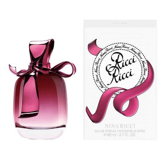 Ricci RicciNina Ricci<br>Год выпуска: 2009 Производство: Франция Семейство: шипровые цветочные Верхние ноты:  Бергамот, зеленый ревень Средние ноты:  роза, Тубероза, дурман Базовые ноты:  пачули, Сандаловое дерево Сразу же после выхода в свет (2009) парфюм Nina Ricci завоевал ошеломляющий успех. Пылающая страсть, дерзость – то, о чем «кричит» эта восхитительно-манящая туалетная вода. Основу композиции духов составляют благоухающие цветы, которые выгодно дополняются бергамотом, сандаловым деревом, пачули и туберозой.<br>Купить духи Нина Ричи мечтает каждая современная девушка. Стильный, выполненный в оригинальной округлой форме флакон, займет достойное место в домашней парфюмерной коллекции. Приобретайте оригинал парфюма у нас по приятной цене.<br><br>Линейка: Ricci Ricci<br>Объем мл: 80<br>Пол: Женский<br>Аромат: шипровые цветочные<br>Ноты: Бергамот, зеленый ревень,  роза, Тубероза, дурман,  пачули, Сандаловое дерево<br>Тип: парфюмерная вода<br>Тестер: нет