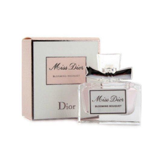 Miss Dior Blooming Bouquet 2014Dior<br>Производство: Франция Семейство: цветочные Верхние ноты:  мандарин Средние ноты:  роза, Абрикос, Персик, Пион Базовые ноты:  Мускус Духи Miss Dior Blooming Bouquet – это ароматный букет, который переносит женщину в экзотические уголки планеты. Оригинальный парфюм станет загадкой для мужчины. Ему захочется заглянуть в душу женщины и покорить ее сердце. С букетом этого волшебного ароматавы почувствуете себя красивой и желанной. Первые капли перенесут в тропический рай, раскрывающий цветочные ноты, переплетающиеся с мандарином, розой и персиком. В стойком шлейфе ощущается мускус, который завершает райский апогей. Духи Мисс Диор Блуминг не забываются. Они подчеркнут красоту женщины и теплоту ее души. Нежный аромат запечатан в красивый флакон, украшенный атласной лентой. Цена духов от производителя.<br><br>Линейка: Miss Dior Blooming Bouquet 2014<br>Объем мл: 5<br>Пол: Женский<br>Аромат: цветочные<br>Ноты: мандарин,  роза, Абрикос, Персик, Пион,  Мускус<br>Тип: туалетная вода<br>Тестер: нет